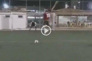 "Video: Penal al estilo ""Pulga"" Rodríguez sale mal"