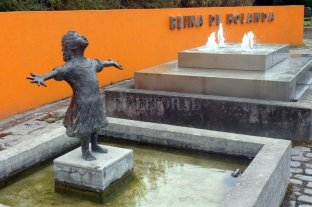 Desapareció una estatua de bronce en Puerto Madero