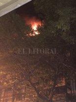 La explosión de un aerosol habría causado el incendio de un departamento