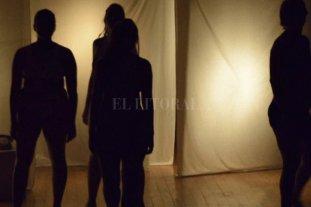 """Empatizar desde el dolor  - La obra es """"un reclamo, una interpelación, un pedido de justicia que retumba en el cuerpo de cuatro actrices"""". -"""