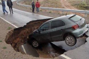 "Neuquén: el asfalto ""se tragó"" a un automóvil -"