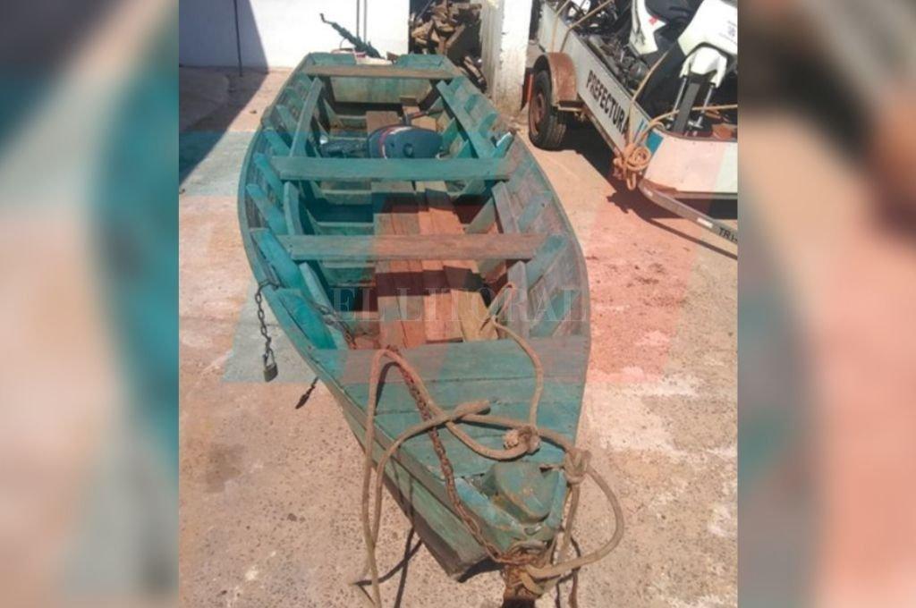 El bote en el que viajaban seis personas y dio vuelta de campana. <strong>Foto:</strong> Captura digital