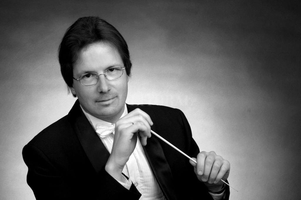 El suizo Emmanuel Siffert, actualmente director titular de la Orquesta Sinfónica de San Juan, conducirá a los músicos en el concierto del viernes. <strong>Foto:</strong> Gentileza OSPSF