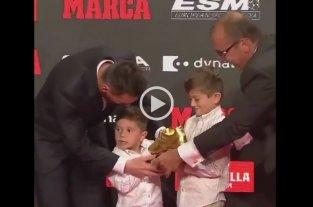 Messi recibió un nuevo Botín de Oro y su hijo Mateo protagonizó un divertido momento -  -