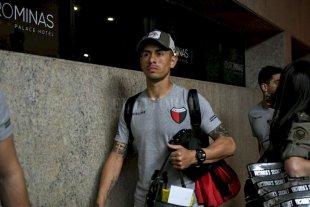 """Olivera: """"Sería un sueño conseguir un título en este club"""" - Sacó pasaporte. Emmanuel Olivera en Belo Horizonte, el día del batacazo en el Mineirao por la Sudamericana. En silencio, creció muchísimo. -"""