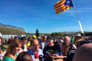 El presidente catalán evita condenar la violencia y se une a marcha que se dirige a Barcelona