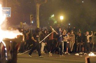 La violencia escaló en la tercera noche de protestas por el fallo contra los secesionistas