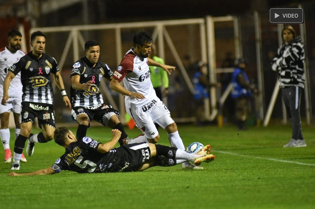 Colón iguala con Estudiantes de Buenos Aires -  -
