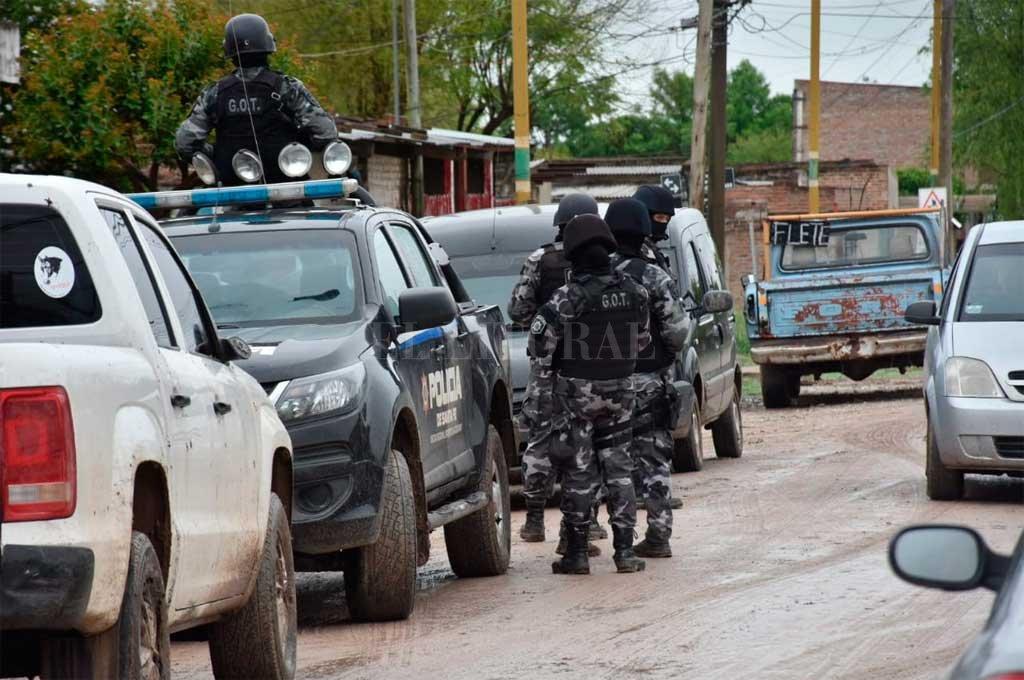 Múltiples allanamientos en el norte de la ciudad de Santa Fe - Zona de Estanislao Zeballos al 5400 y 5800 -