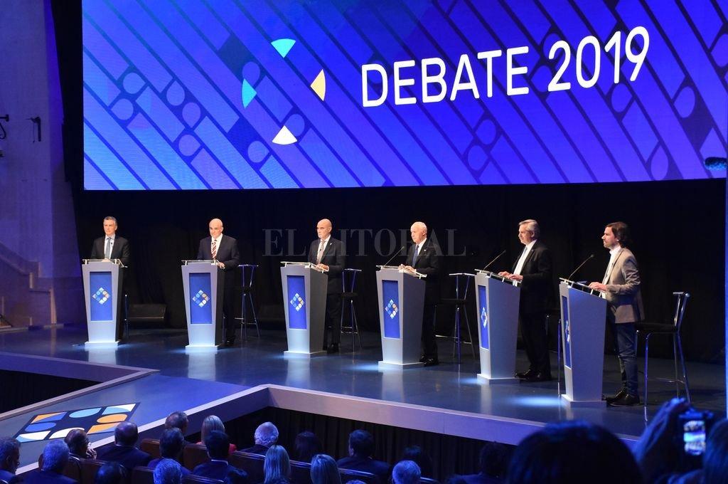 Debate presidencial en el Paraninfo.  <strong>Foto:</strong> Manuel Fabatía