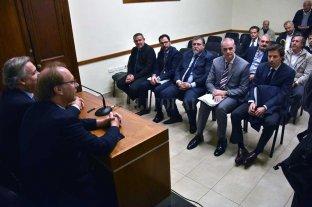 Se conoció el canon que pagaría el Nuevo Banco de Santa Fe como agente financiero - Gonzalo Saglione y Pablo Farías presidieron el acto de apertura de sobres, en el Salón Auditorio de la Casa Gris. -