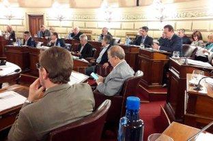 Senadores del PJ debaten  sobre fondos a municipios -  -