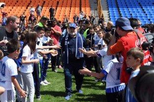 El mito Maradona que  empezó a funcionar  -  -