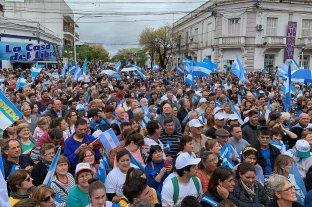 """Ante miles de personas, Macri pidió """"hacer patria"""" en la elección general"""