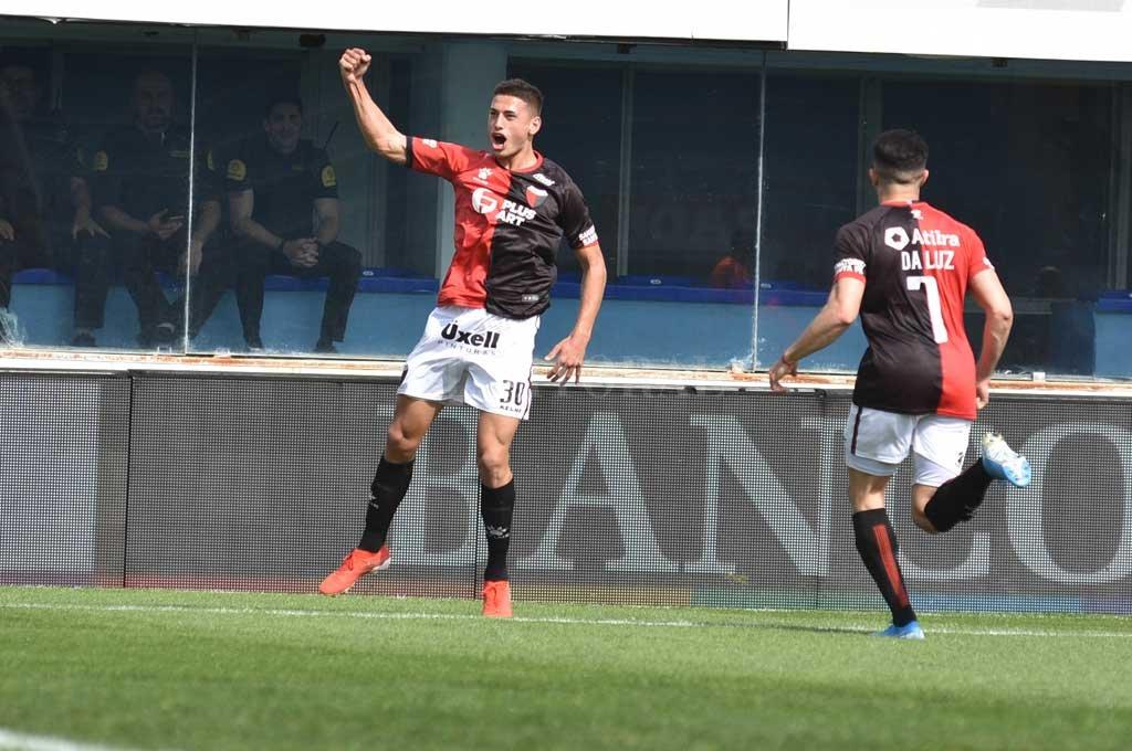 El juvenil metió un gol por Copa Argentina ante Sol de Mayo. Crédito: Manuel Alberto Fabatía