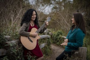 La magia de las canciones - Suñé (voz y guitarra) y Goldsack (piano y flauta) sintetizaron años de colaboración en este flamante material. -