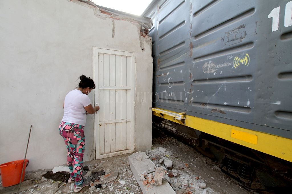 Catorce ofertas para concretar el Circunvalar Ferroviario Santa Fe - Con frecuencia, descarrila alguno de los trenes de carga que atraviesan zonas pobladas de la capital provincial, poniendo en riesgo a los vecinos y dañando sus viviendas.  -