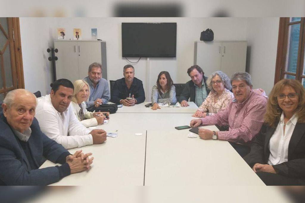 En Rosario, foto y documento de los once diputados del PJ <strong>Foto:</strong> Bloque de diputados justicialistas