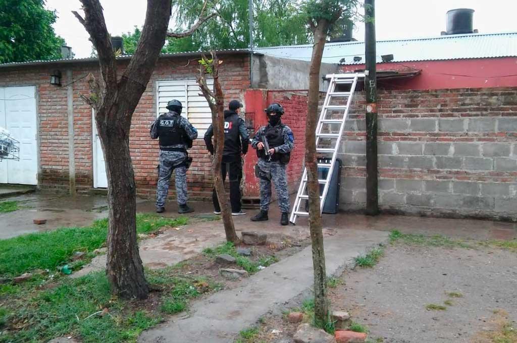 En San Agustín II y Yapeyú fueron detenidos tres sujetos acusados de matar a puñaladas a Mauro Michel Navarro. Crédito: El Litoral