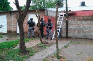 Presuntos asesinos detenidos  en el noroeste de la ciudad - En San Agustín II y Yapeyú fueron detenidos tres sujetos acusados de matar a puñaladas a Mauro Michel Navarro.