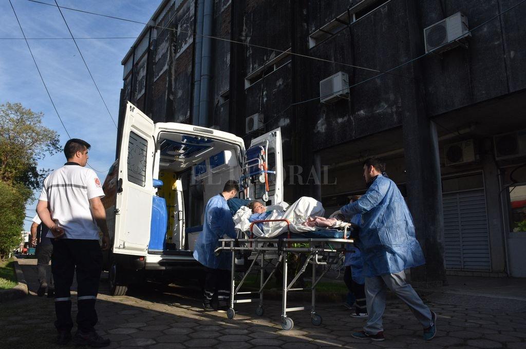 Ya funciona el nuevo hospital Iturraspe  - Traslado. Los pacientes abandonaron el viejo Iturraspe y ya son atendidos en el flamante nosocomio. -