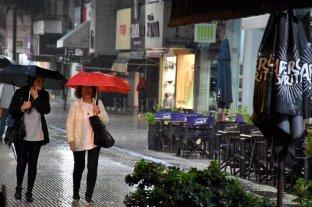 Domingo gris y con lloviznas en la ciudad