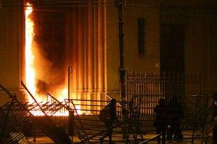 Protestas en Chile: 3 muertos, 65 heridos y más de 800 detenidos -  -
