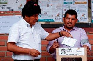 """Evo Morales votó y se declaró """"muy optimista"""""""