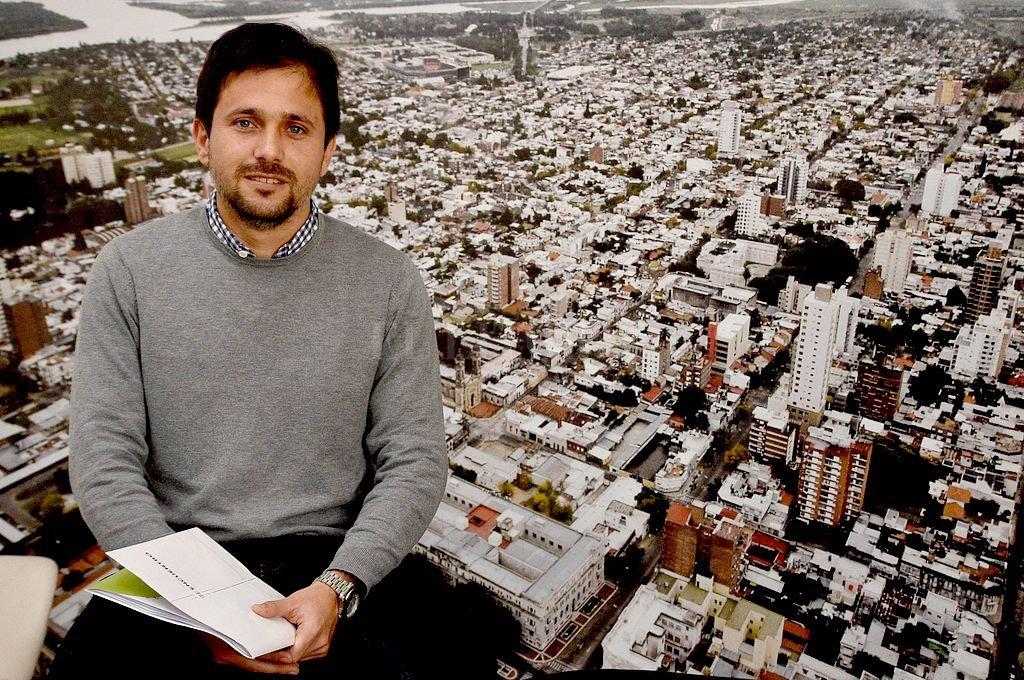 """Debate. """"Queremos discutir los desafíos que tiene la ciudad para mejorar en su proceso de crecimiento"""", destacó el concejal electo Lucas Simoniello (FPCyS). <strong>Foto:</strong> Flavio Raina"""