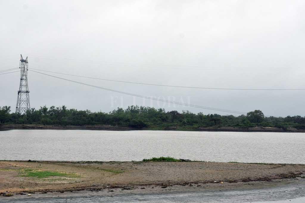 Alta tensión. Los cables fueron retirados de la zona del río hasta que se levanten las nuevas antenas. Crédito: Guillermo Di Salvatore