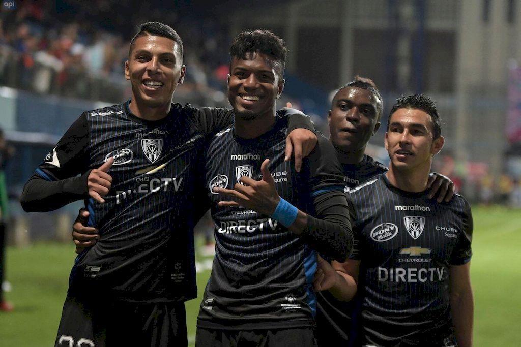 Lluvia de goles  </BREVES TXT>En su cancha, por la fecha 28 de la LigaPro de Ecuador, Independiente del Valle derrotó a Aucas 4 a 0. El ex Colón Cristian Pellerano en dos oportunidades (ambas de penal), Govea y Duffard en contra de su valla, marcaron los goles del rival rojinegro en la final de la Copa Sudamericana a jugarse el sábado 9 de noviembre en La Nueva Olla de Paraguay.  <strong>Foto:</strong> API
