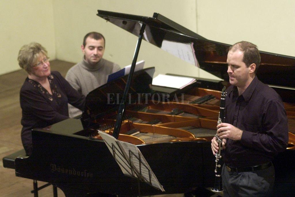 """Del Curto, en concierto junto al clarinetista Mariano Laurino, con quien grabó el CD """"Diálogo"""" en 2009. Crédito: Archivo El Litoral / Mercedes Pardo"""