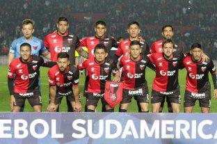 Colón jugará la Final Única de la Copa Sudamericana con la camiseta rojinegra  -  -