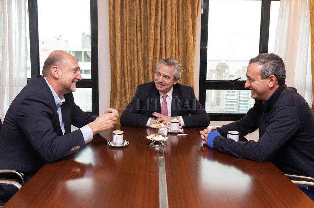 Omar Perotti, Alberto Fernández y Pablo Javkin. Crédito: Archivo El Litoral