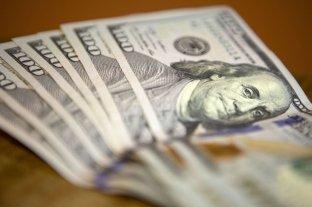 El dólar cerró a $ 63,09 contenido por compras oficiales