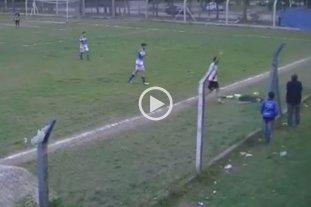Video: Un juez de línea se desmayó luego de un pelotazo y suspendieron el partido