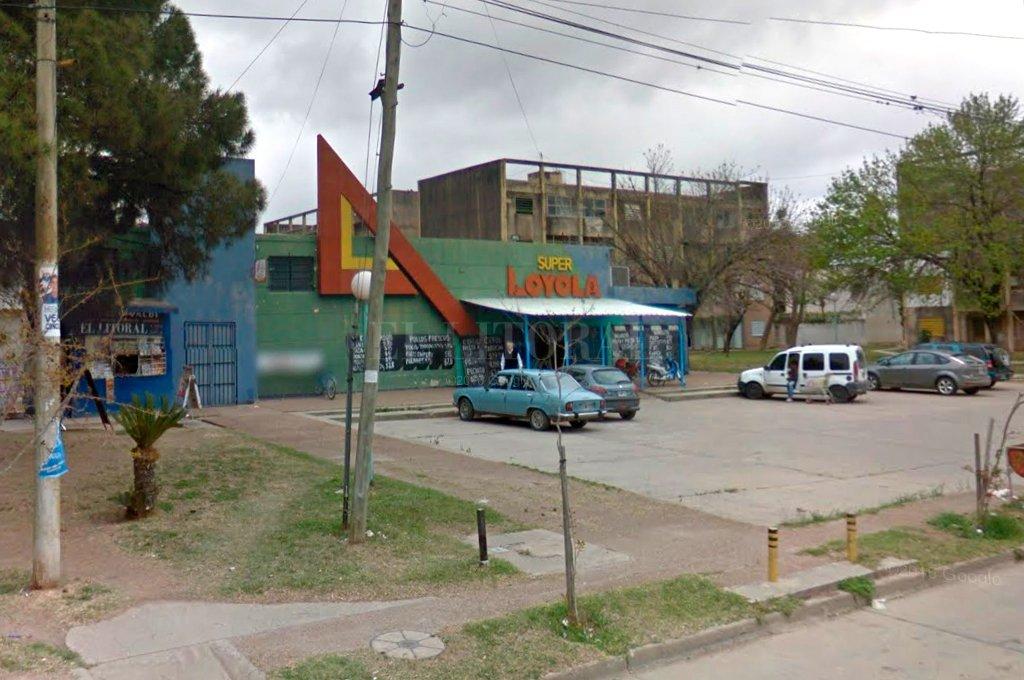 odos los hechos fueron cometidos en inmediaciones del barrio Loyola, donde incluso asaltó a la cajera de un tradicional supermercado. Crédito: Google Street View