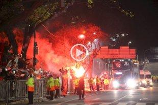 Una multitud fue de madrugada al Monumental para celebrar la clasificación a la final