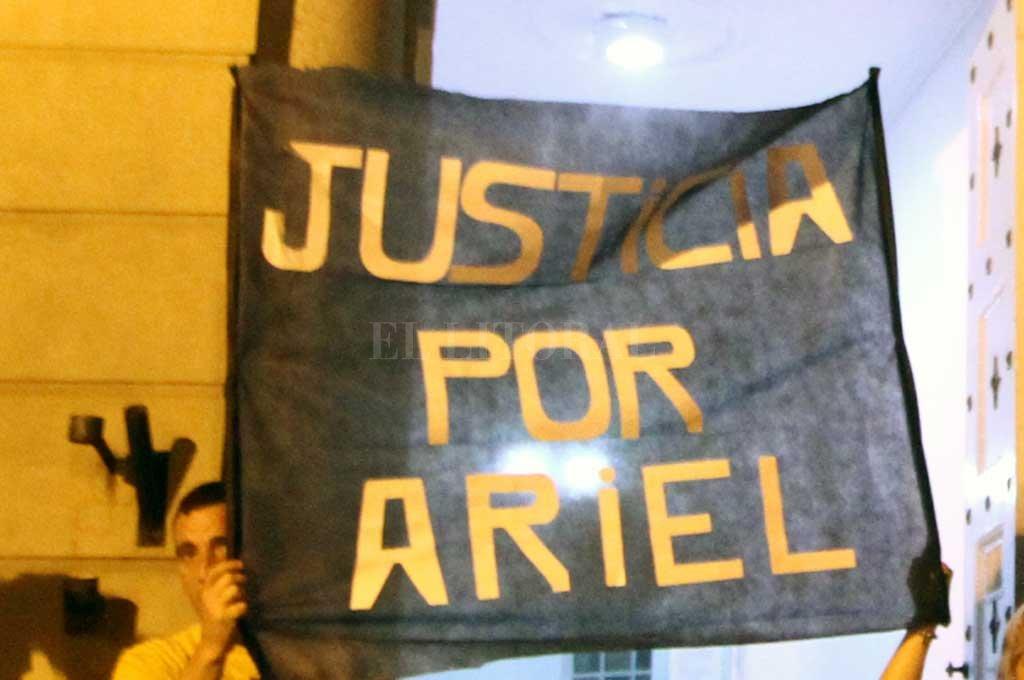 Tras el homicidio de Castelló, familiares, amigos y vecinos de la víctima se manifestaron pidiendo justicia. <strong>Foto:</strong> Archivo El Litoral / Pablo Aguirre