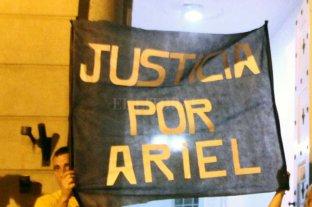 Comienza el juicio por el  crimen de Ariel Castelló  - Tras el homicidio de Castelló, familiares, amigos y vecinos de la víctima se manifestaron pidiendo justicia. -