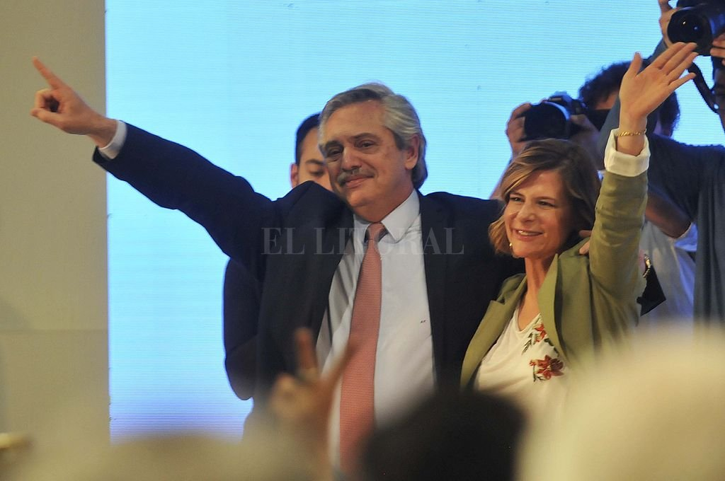 Alberto Fernández en La Plata junto a la candidata a intendenta, Florencia Saintout. <strong>Foto:</strong> Telam