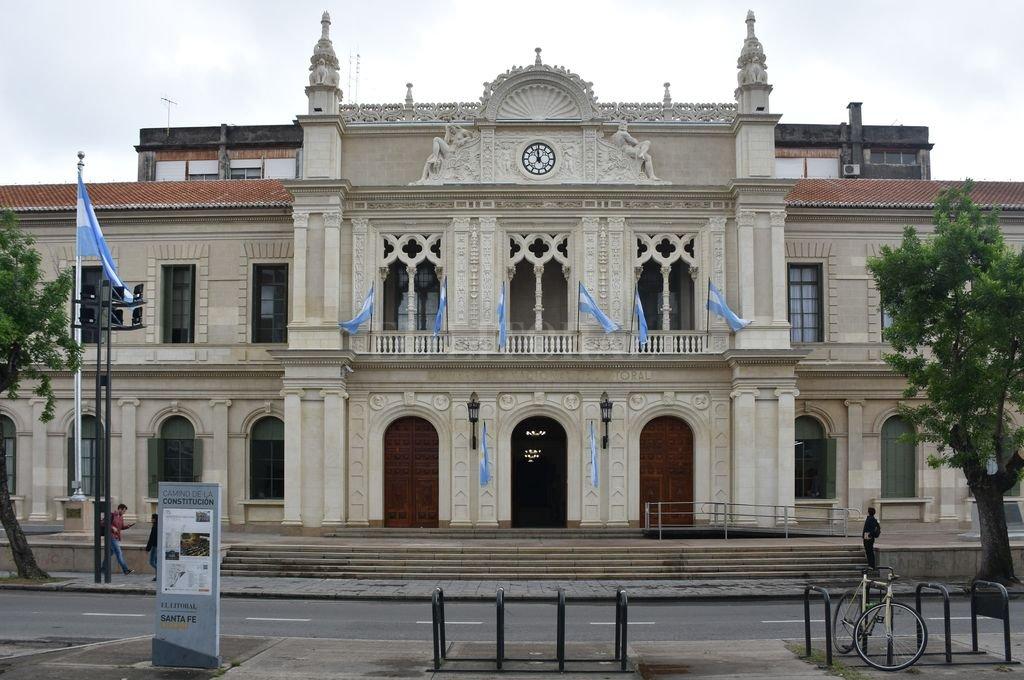<strong>Foto:</strong> El edificio del Rectorado y la Facultad de Ciencias Jurídicas y Sociales fue puesto en valor.