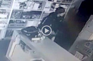Robó en la escuela de un club y lo identificaron por las cámaras - Las cámaras de seguridad del club Colón permitieron identificar al ladrón de la escuela pre-deportiva. -