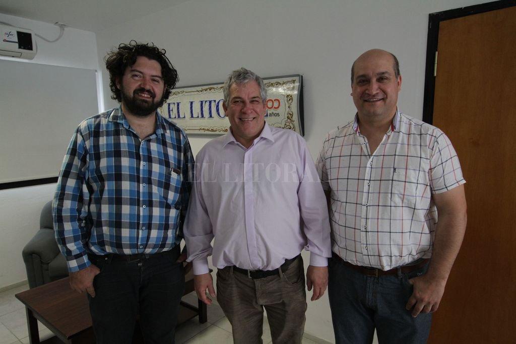 Equipo: Juan Sebastián Barbero, organizador del festival y director del Coro Municipal; el compositor Eduardo Malachevsky, y el director de la Banda, Omar Lacuadra. Crédito: Mauricio Garín