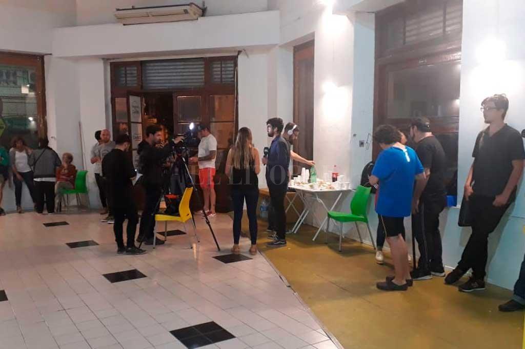 Así lucía la sede de Juntos por el Cambio en Rosario, pasadas las 19.30 Crédito: El Litoral