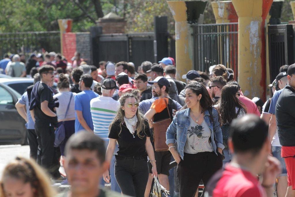 Todos quieren viajar con la entrada en mano <strong>Foto:</strong> Pablo Aguirre