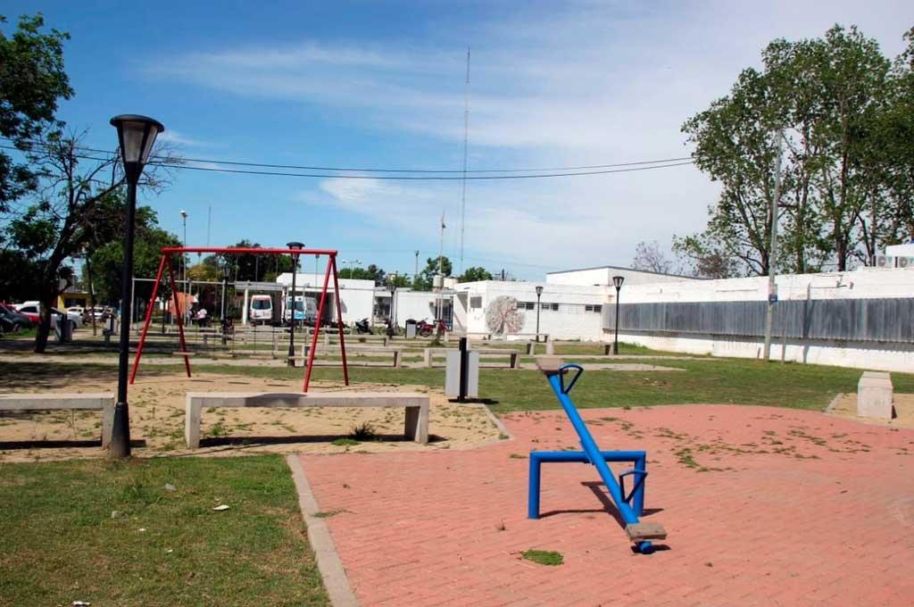 Espacio recreativo. La plazoleta está situada en Azcuénaga y Lisandro de la Torre, del lado norte del Hospital Samco Dr. Ricardo Nanzer de Santo Tomé. Fue inaugurada este año. <strong>Foto:</strong> El Litoral