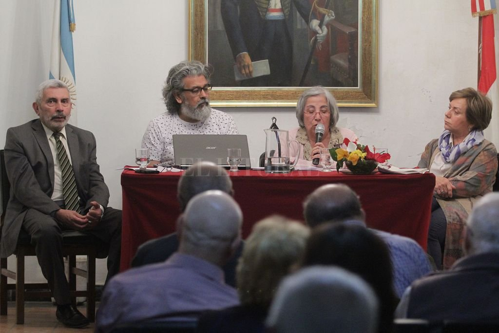 Damianovich, Vallejos, Montenegro y Cecchini, durante el panel que fue de las aulas jesuíticas a los claustros reformistas. <strong>Foto:</strong> Pablo Aguirre