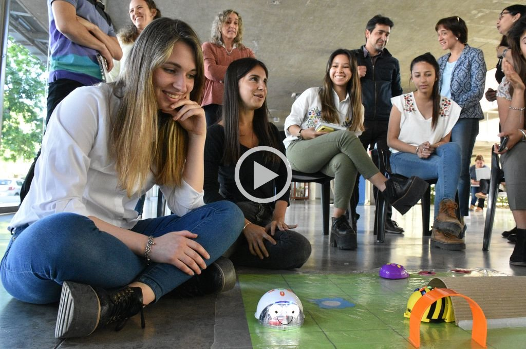 Las alumnas desarrollan en la UCSF distintas estrategias para fomentar la resolución de consignas en los jardines santafesinos. <strong>Foto:</strong> Luis Cetraro