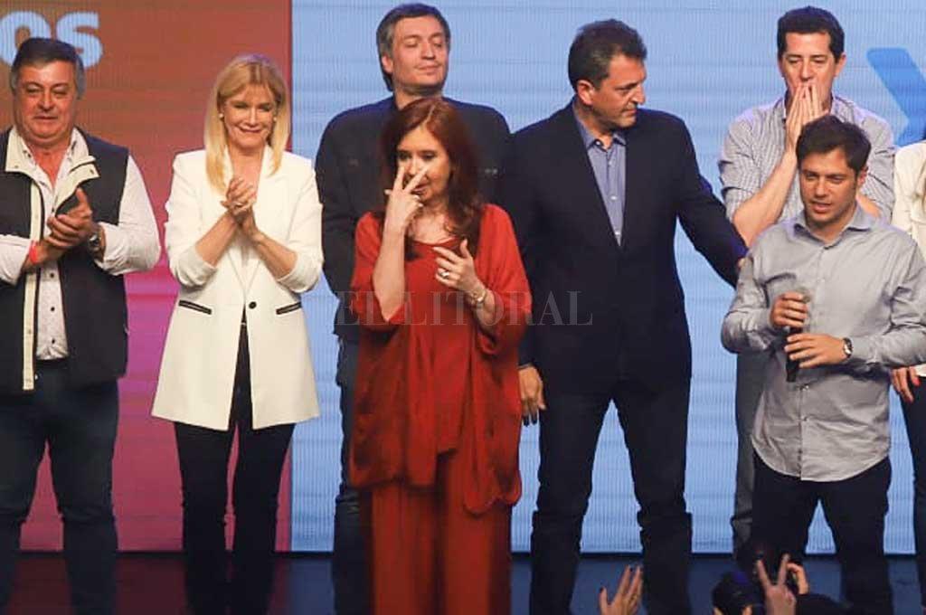 El domingo a la noche, tras ganar las elecciones con Alberto Fernández, Cristina Kirchner subió al escenario y le habló a los militantes.  Crédito: Noticias Argentinas
